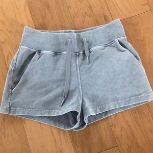 Lululemon Size 4 Loop Back Short